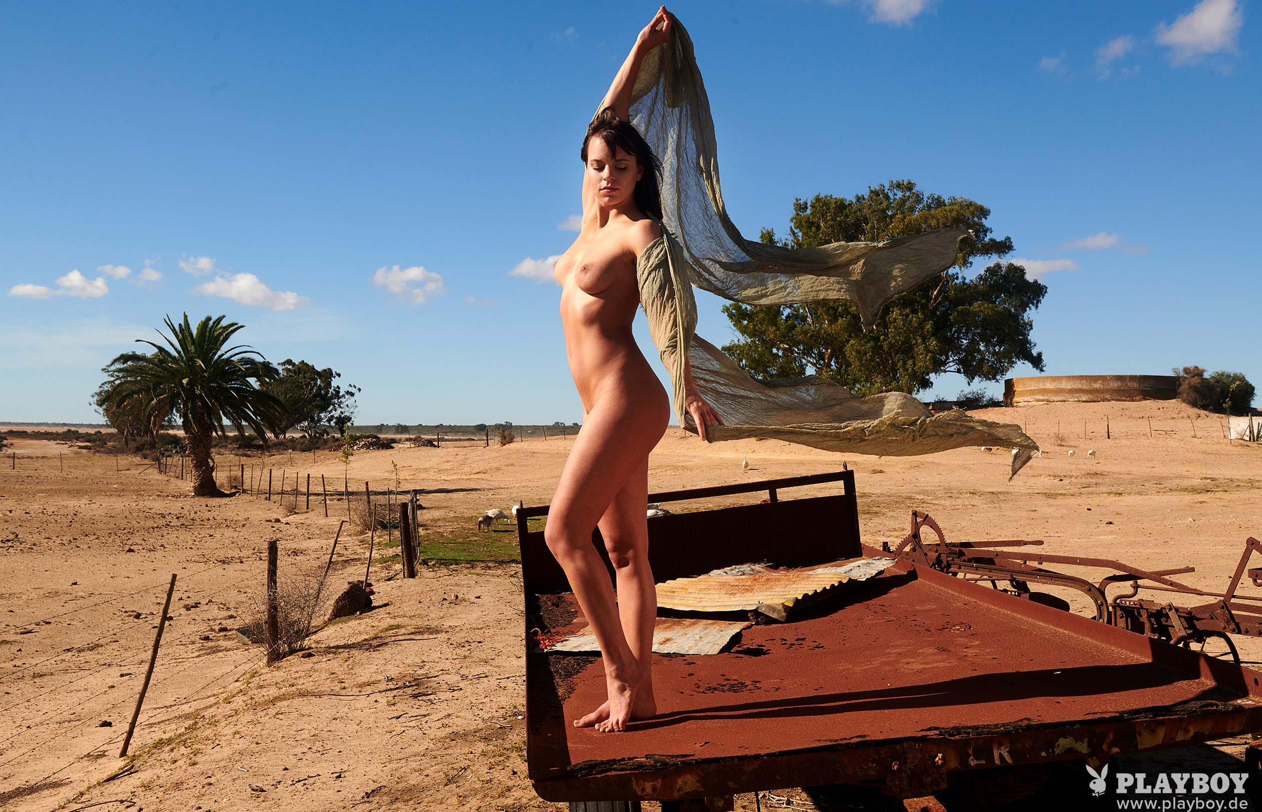 актриса Франциска Бенц голая на ферме в Южной Африке / фото 04