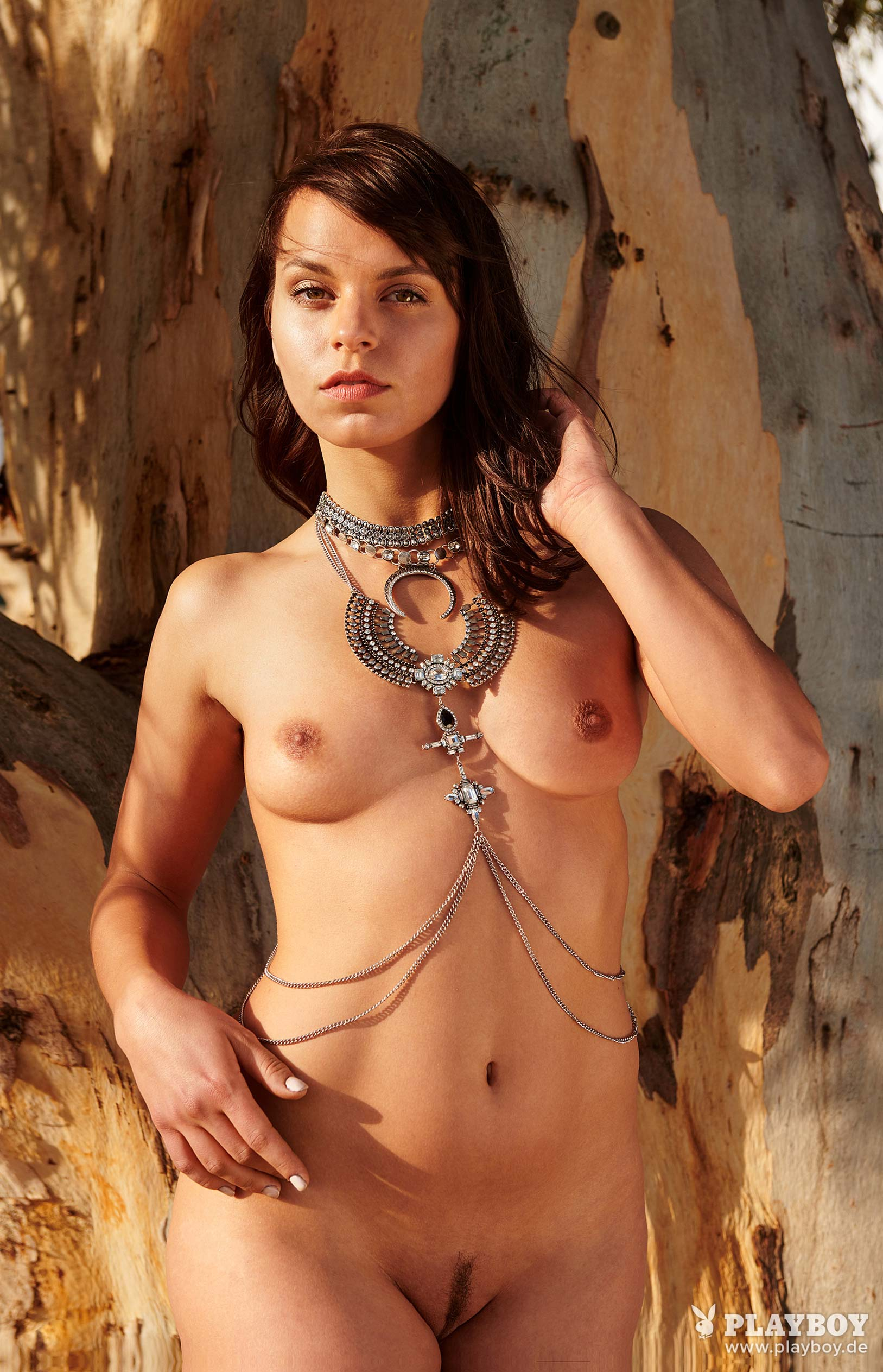 актриса Франциска Бенц голая на ферме в Южной Африке / фото 06