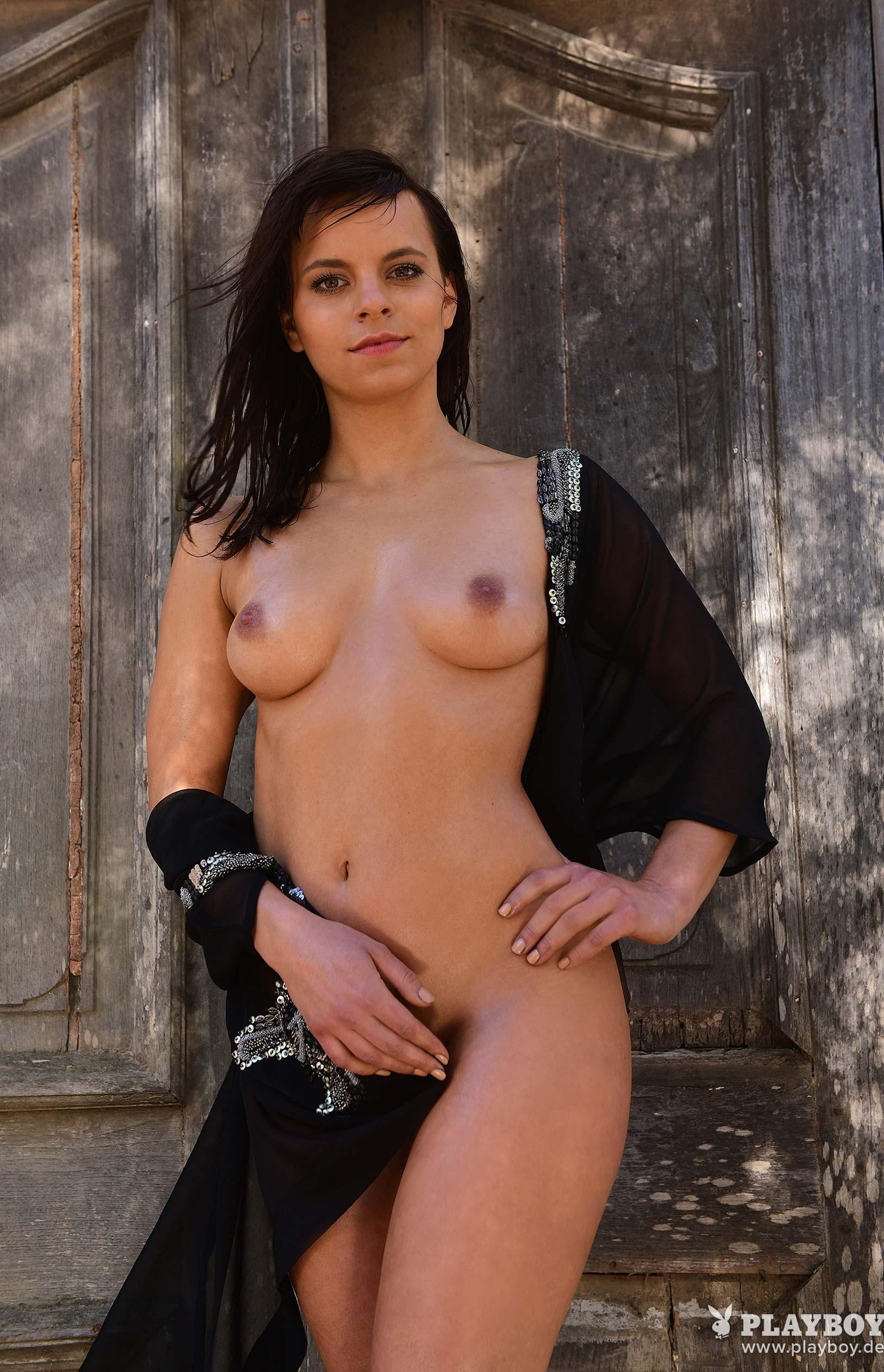 актриса Франциска Бенц голая на ферме в Южной Африке / фото 13