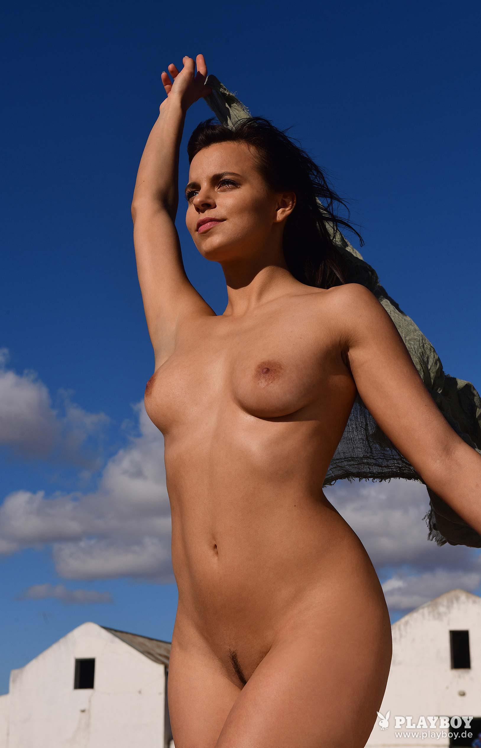 актриса Франциска Бенц голая на ферме в Южной Африке / фото 15