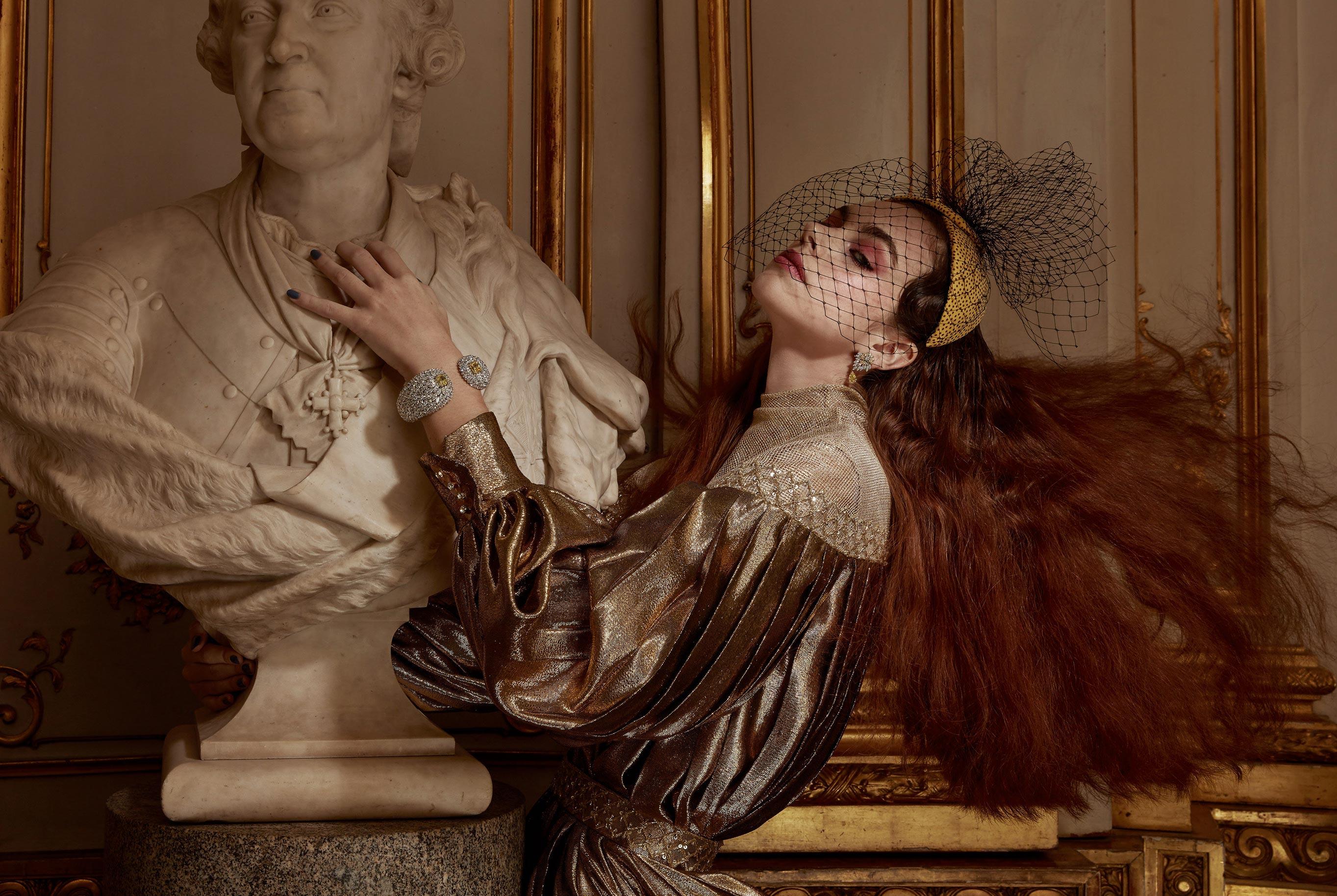 Лоана Жульен демонстрирует образцы высокой моды / фото 01