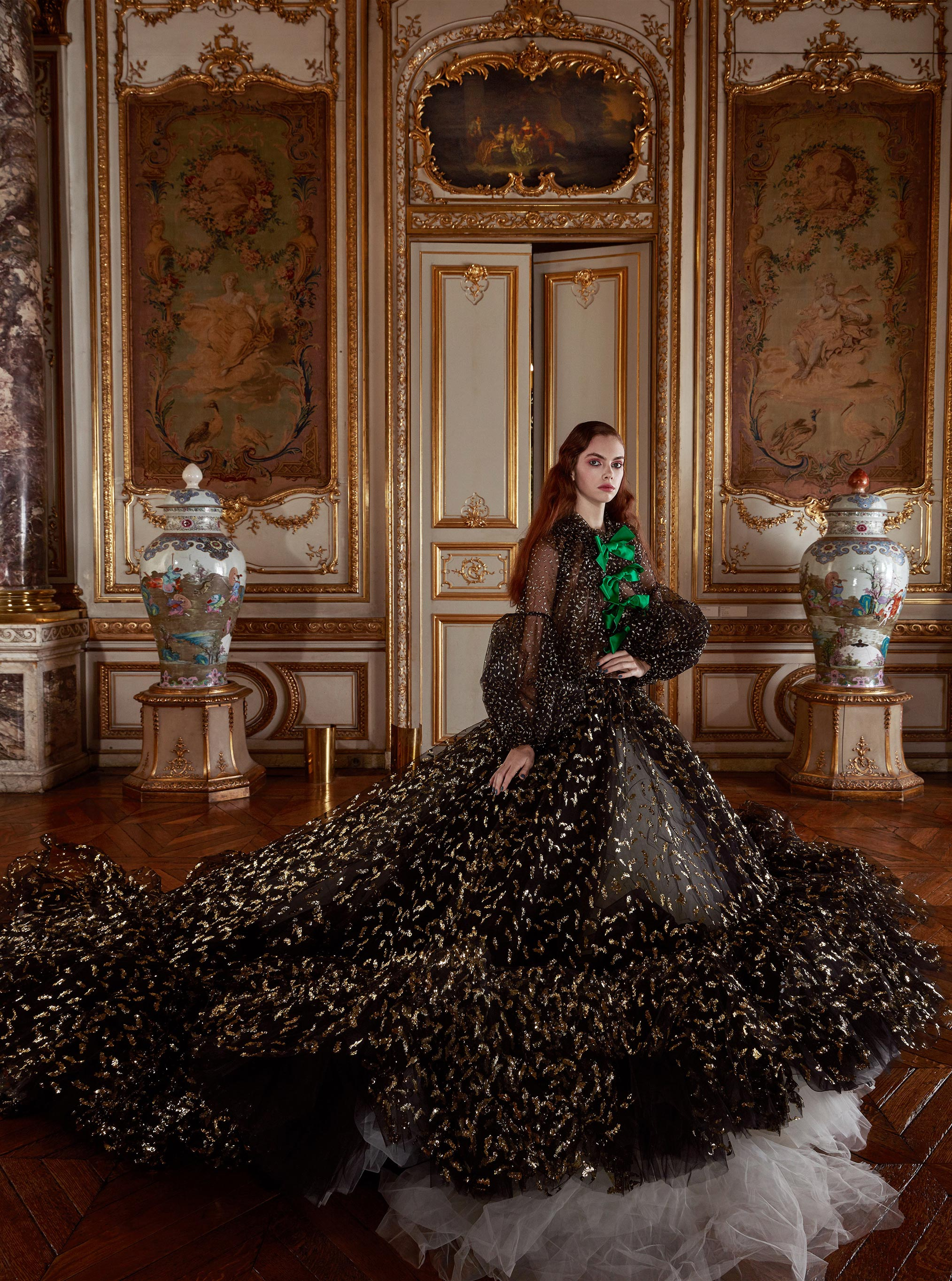Лоана Жульен демонстрирует образцы высокой моды / фото 02