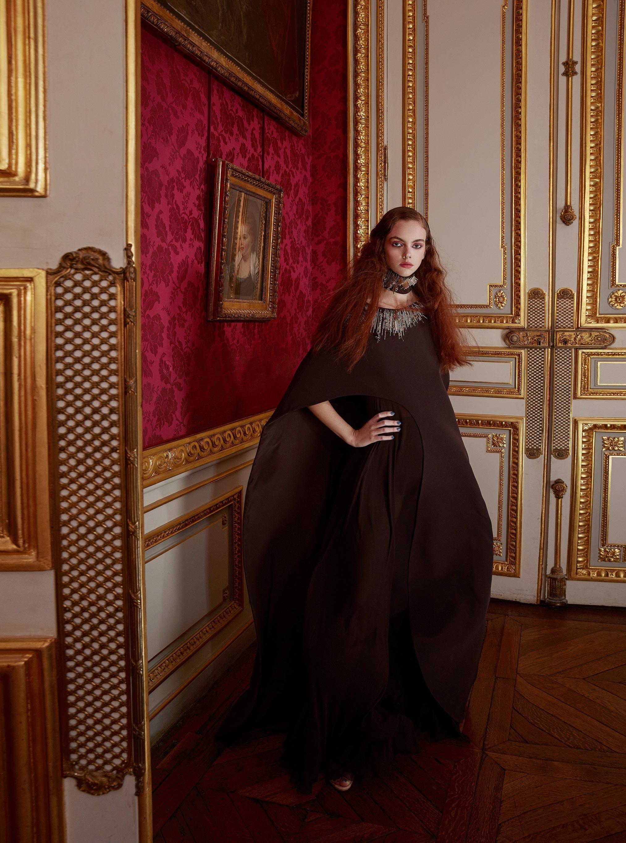 Лоана Жульен демонстрирует образцы высокой моды / фото 06