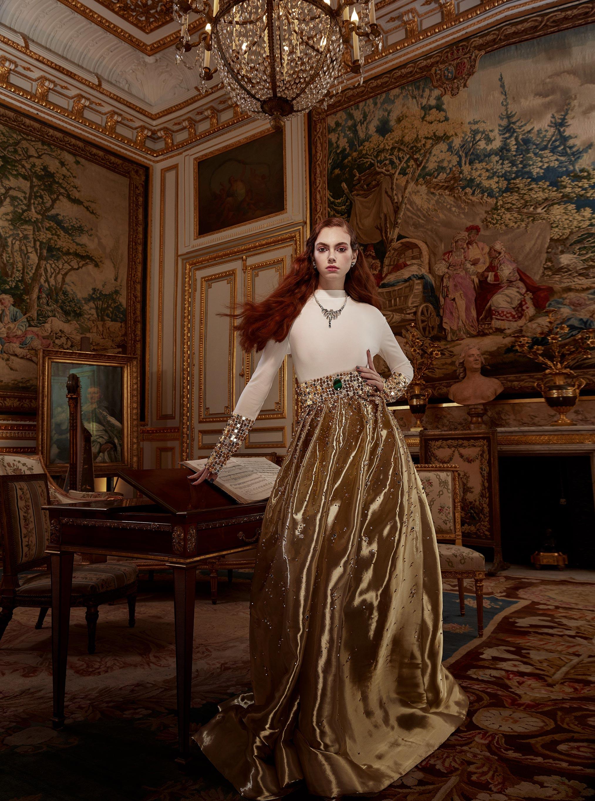 Лоана Жульен демонстрирует образцы высокой моды / фото 09