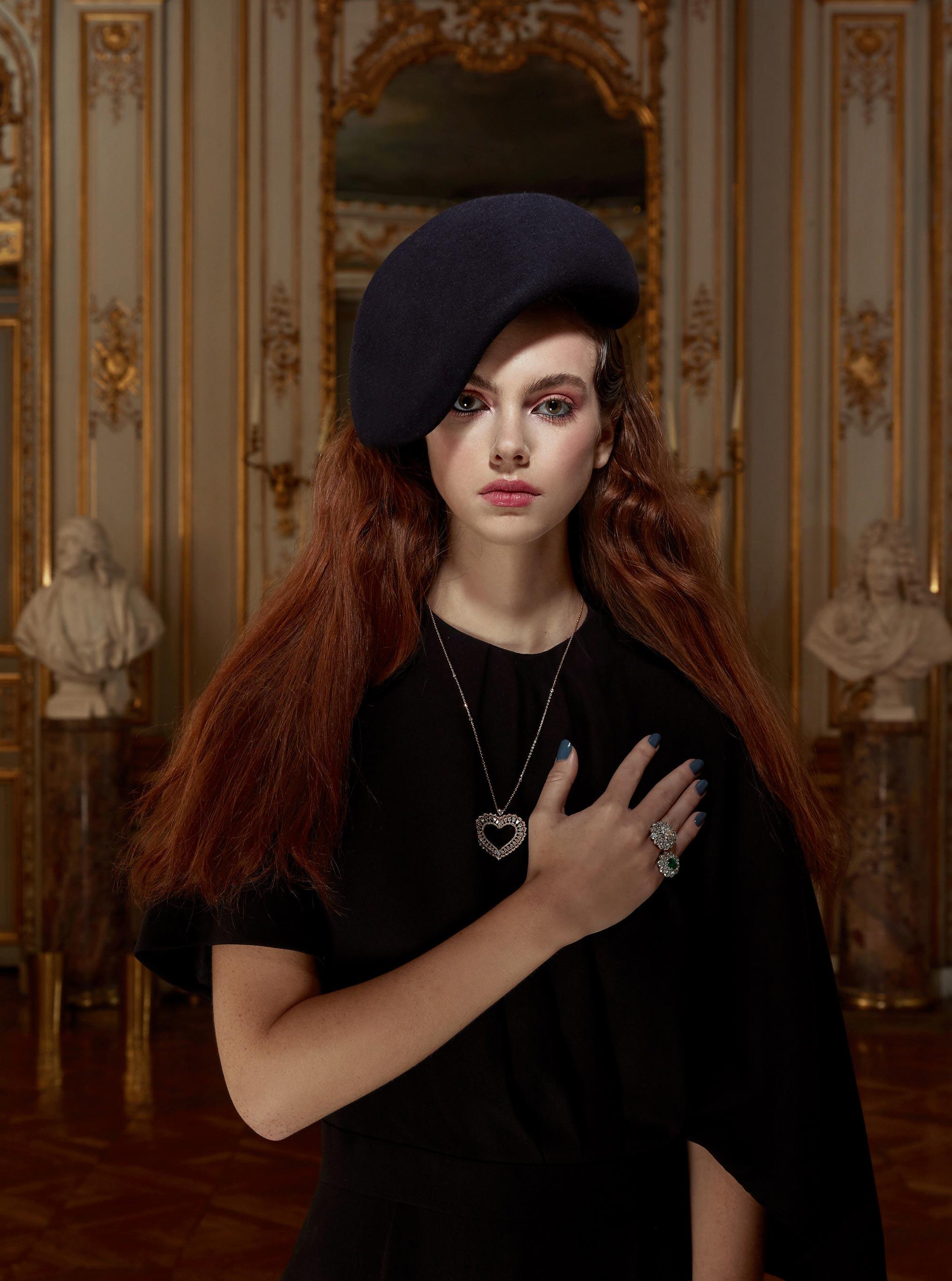 Лоана Жульен демонстрирует образцы высокой моды / фото 11
