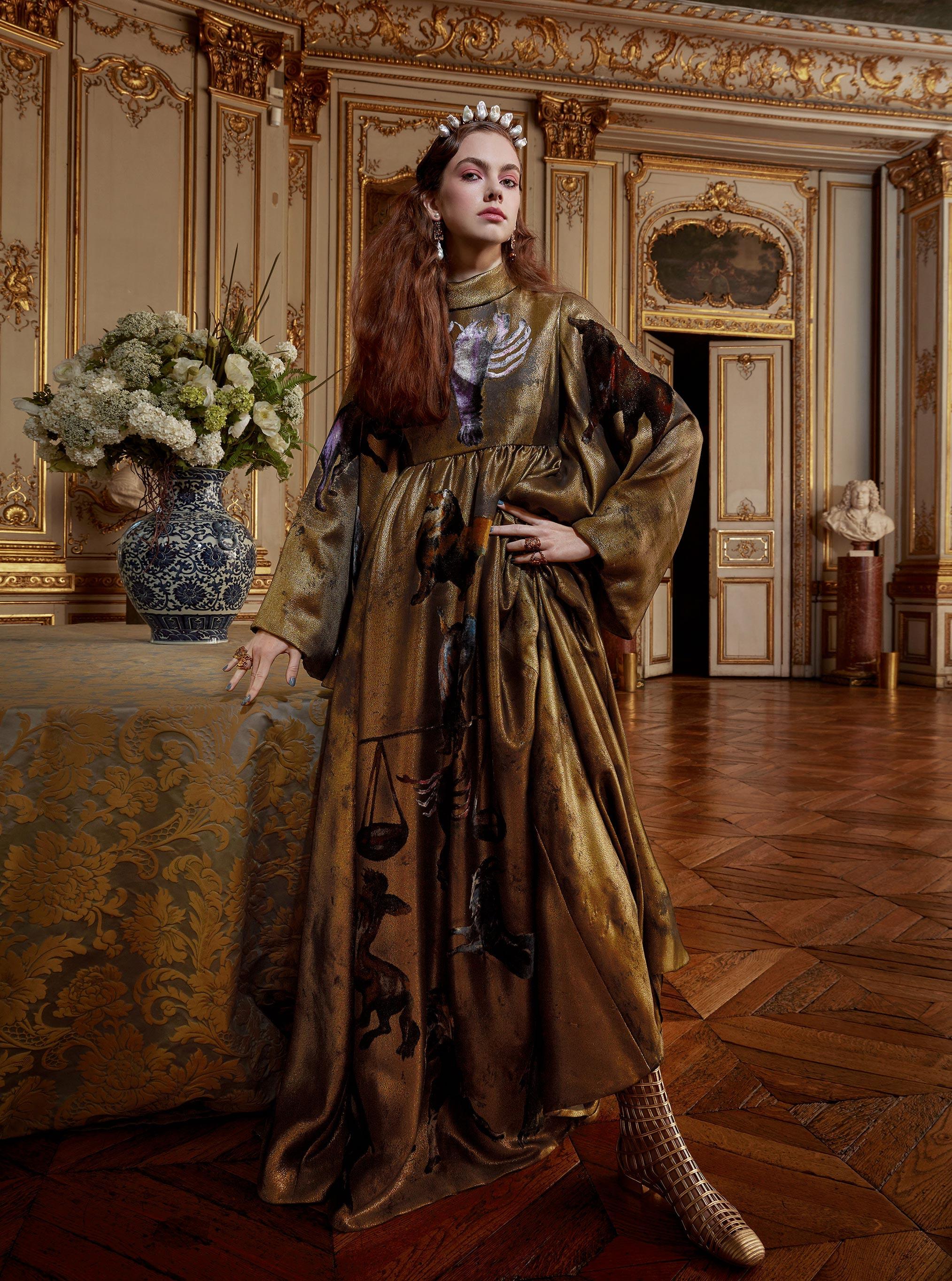 Лоана Жульен демонстрирует образцы высокой моды / фото 13