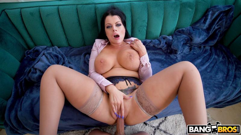 MomIsHorny.com/BangBros.com: Nadia White - Mom is a sex freak [2K UHD 2160p] (5.78 Gb)