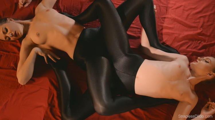 Maria Pie, Rossy Bush - Sex In Silky Black Pantyhose [FullHD/1080p/1.62 GB] StraplessDildo