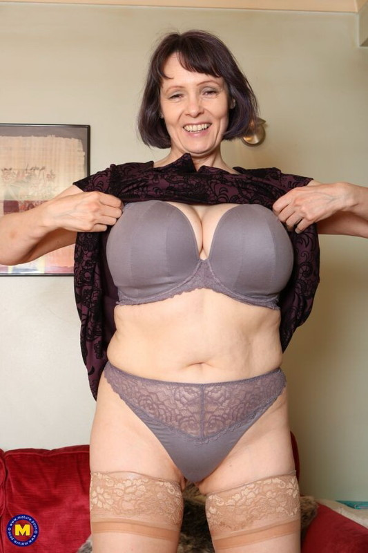 Mature.nl/Mature.eu: Tigger (EU) (49) - British big breasted housewife Tigger goes interracial [FullHD 1080p] (1.14 GB)