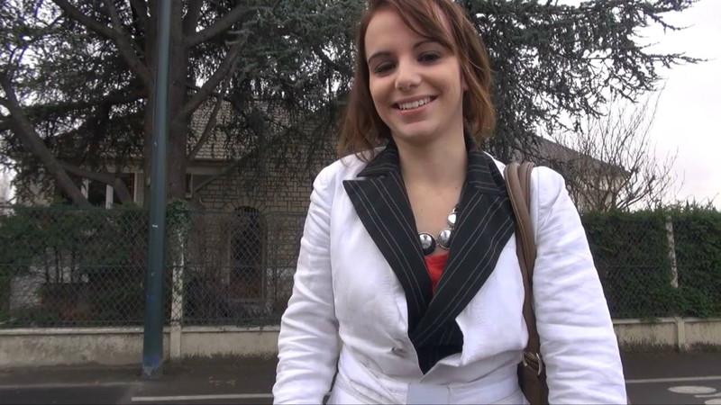 Alyzee - On recrute Alyzee dans la rue: aussi mignonne que nymphomane! [LaFRANCEaPoil] HD 720p