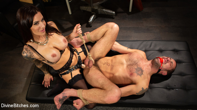 DivineBitches.com/Kink.com: Gia DiMarco, DJ - Divine Therapy: Gia DiMarco Uses Unconventional Procedures to Punish [SD 540p] (543 MB) - January 29, 2019