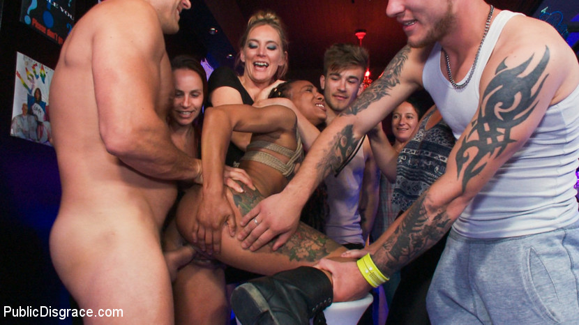 Publicdisgrace.com/Kink.com: Ramon Nomar, Mona Wales, Nikki Darling - Nikki Darling Surrenders Her Holes In Spanish Nightclub [SD 540p] (490 MB) - August 20, 2018