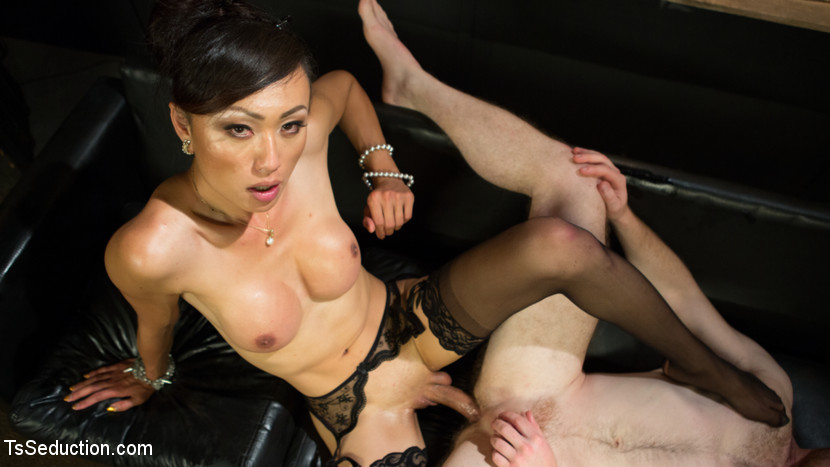 TS Obedient Boy: Venus Lux Torments & Fucks Her Delivery Boy with Shemale Venus Lux, Damien Moreau 540p 673 MB - July 10, 2018