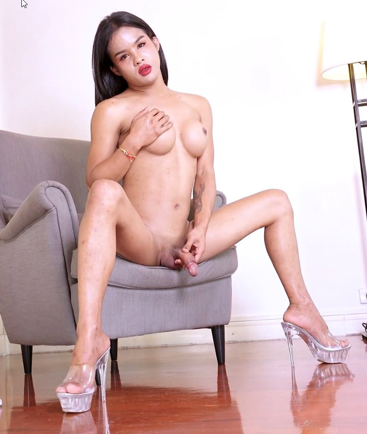 Franks-TGirlWorld.com: Emma - So Sexy And Pretty Emma! [FullHD 1080p] (943.53 Mb)