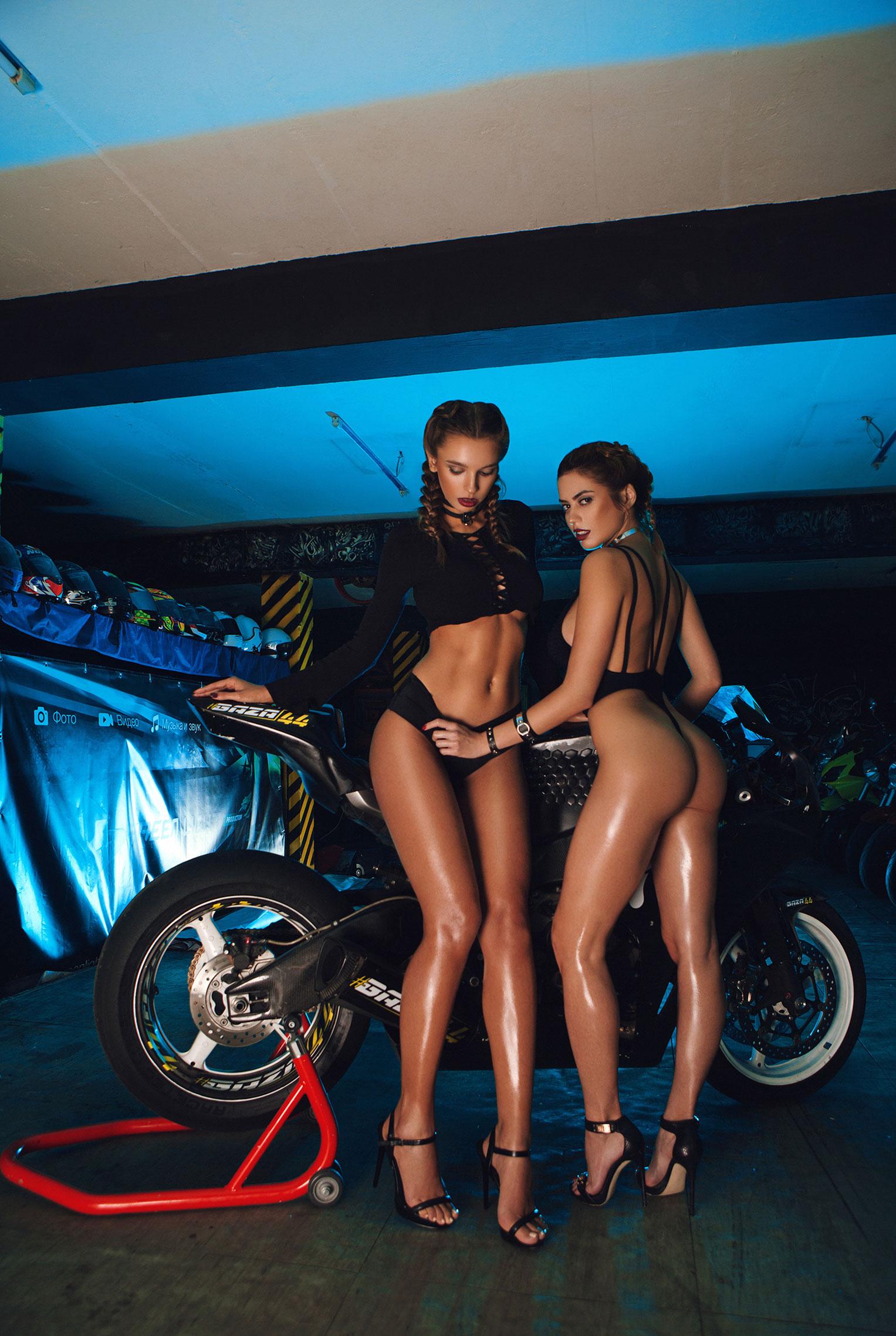 сексуальные мотогонщицы Марго Думас и Алина Ротару / фото 04