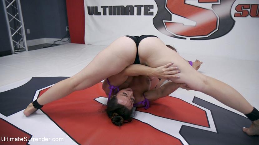 Ultimatesurrender.com/Kink.com: Brandi Mae, Bella Rossi - Beautiful Powerful Wrestler Takes on Red Headed Thunder Thighs [SD 540p] (528 MB) - October 11, 2017
